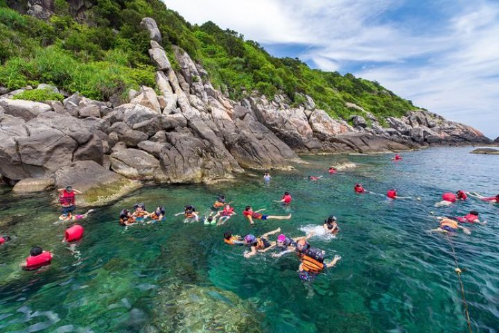 Cham Island Visiting And Snorkeling Trip